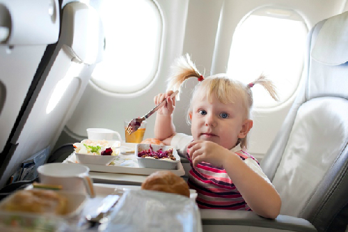 girl eating on plane credit iS 7077 5111 1382331078